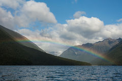 在湖Rotoiti的彩虹 免版税库存照片