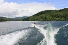 在湖Santeetlah,北卡罗来纳的Wakeboarding 库存图片