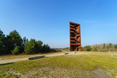 在湖Sedlitzer附近的吸引力看见和Sornoer运河- Rostiger纳格尔生锈的钉子 免版税图库摄影