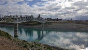 在湖tekapo,新西兰的桥梁 免版税图库摄影