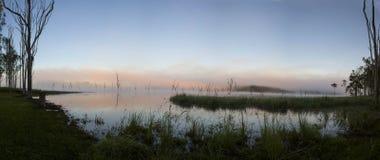 在湖Tinaroo的黎明 免版税库存照片