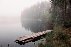 在湖Tuhka的雾 免版税库存图片