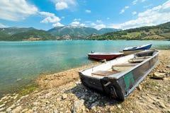 在湖Turano的小船 图库摄影