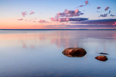 在湖Vattern的早晨 免版税库存照片