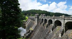 在湖Vyrnwy,威尔士,英国的水坝 库存照片