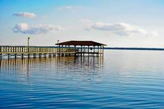 在湖Waccamaw的一个码头 库存图片