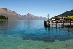 在湖Wakatipu, Queenstown,新的Ze的火轮码头 免版税库存图片
