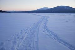 在湖Zyuratkul的日落 ural 33c 1月横向俄国温度ural冬天 库存照片