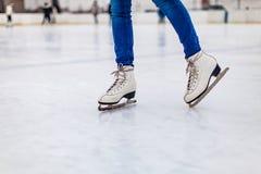 在溜冰场的冰鞋 库存图片