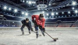 在溜冰场的曲棍球比赛 混合画法 免版税库存照片