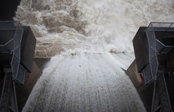 在溢洪道的水坝 库存图片