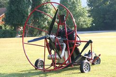 在滑翔伞之后 库存图片