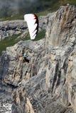 在滑翔伞瑞士的阿尔卑斯 免版税库存图片
