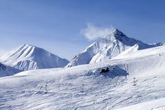 在滑雪倾斜的视图 库存图片