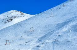 在滑雪倾斜的驾空滑车在北极谷,阿拉斯加 库存照片