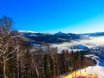 在滑雪倾斜顶部在Bukovel 免版税库存照片