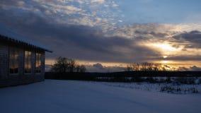 在滑雪小屋的日落 库存图片