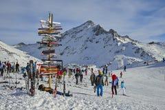 在滑雪胜地在奥地利阿尔卑斯, Ischgl的方向标 库存照片