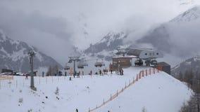 在滑雪胜地的推力 股票录像