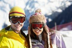 在滑雪节假日的二个少年在山 免版税图库摄影