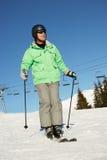 在滑雪节假日的人在山 免版税库存照片
