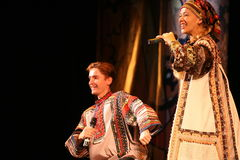 在演员、独奏者、国家戏院俄国人歌曲的歌手和舞蹈家阶段的表现  免版税图库摄影