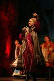 在演员、独奏者、国家戏院俄国人歌曲的歌手和舞蹈家阶段的表现  免版税库存照片
