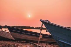 在潘塔纳尔湿地停住的老小船美妙的风景,巴西 免版税库存图片