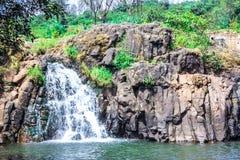 在潘奇加尼马哈拉施特拉附近的美丽的瀑布 免版税图库摄影