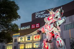在潜水者城市东京广场的流动衣服RX-0独角兽Gundam在御台场地区,东京 库存图片