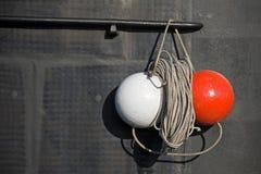 在潜水艇的红色和空白信号范围 免版税库存照片