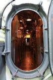 在潜水艇里面的门 库存照片