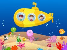 在潜水艇的愉快的孩子 库存例证
