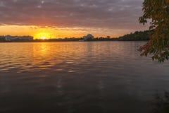 在潮水坞的Sunsrise 免版税库存照片