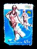 在澳大利亚打印的邮票在价值的奥林匹克比赛显示女子曲棍球的图象在45分 免版税库存图片
