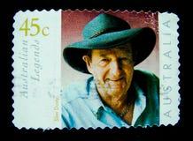 在澳大利亚打印的邮票显示亭亭玉立的多灰尘的澳大利亚乡村音乐歌手歌曲作者、吉他弹奏者和生产商的图象 库存照片