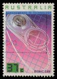 在澳大利亚打印的邮票显示利用仿生学的耳朵,成就技术 库存照片