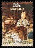 在澳大利亚打印的邮票显示羊的听觉,沥青少年在那里 免版税库存照片