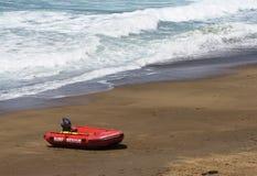 在澳大利亚的英属黄金海岸的一个海浪救助艇 免版税库存照片