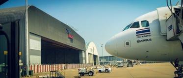 在澳门国际机场的泰国亚洲航空空中客车 库存图片
