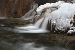在瀑布的冰 免版税库存照片
