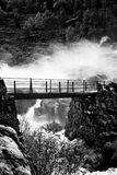 在瀑布的桥梁 库存照片