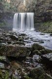 在瀑布的美好的缓慢的快门速度在南威尔士 免版税库存图片
