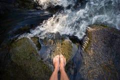 在瀑布的脚 库存照片