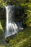 在瀑布的阳光在银下跌国家公园俄勒冈 库存图片