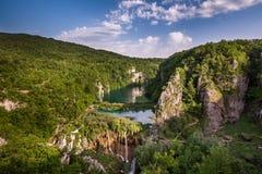 在瀑布的鸟瞰图在Plitvice国家公园, Donja Jezer 免版税库存照片