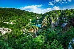 在瀑布的鸟瞰图在Plitvice国家公园 库存照片
