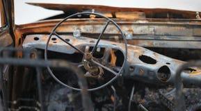在火以后的汽车驾驶舱 免版税库存照片