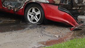 在火以后的被烧的汽车,汽车未被保险 股票录像