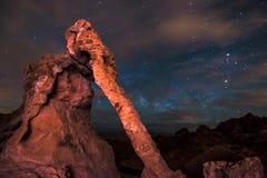 在火内华达夜谷的大象岩石  免版税库存图片